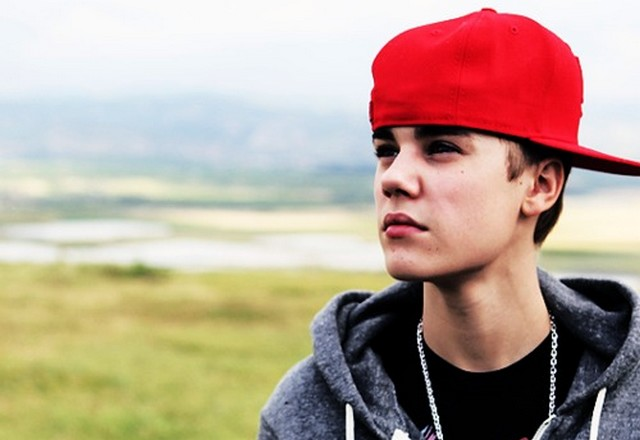 justin-bieber-2011-look-at-the-sky
